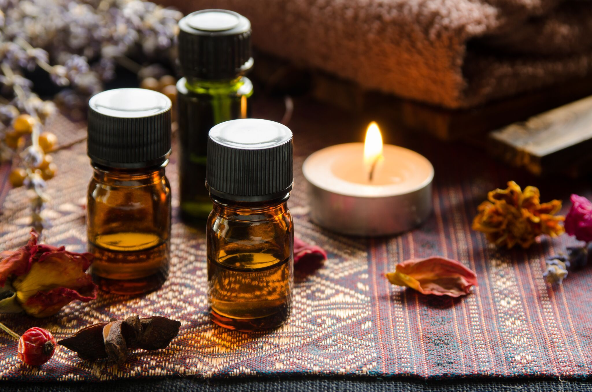 Various types of essential oils that are effective and safe for relieving sore throats